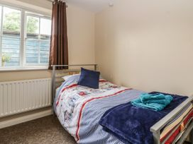 8A Rosewood Avenue - Somerset & Wiltshire - 1057153 - thumbnail photo 19