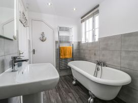 8A Rosewood Avenue - Somerset & Wiltshire - 1057153 - thumbnail photo 21