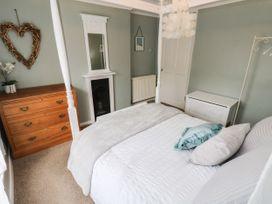 Linda Cottage - Isle of Wight & Hampshire - 1057228 - thumbnail photo 15