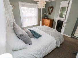 Linda Cottage - Isle of Wight & Hampshire - 1057228 - thumbnail photo 16