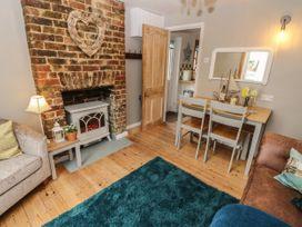 Linda Cottage - Isle of Wight & Hampshire - 1057228 - thumbnail photo 6