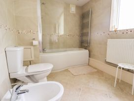3 Springhaven - Whitby & North Yorkshire - 1057353 - thumbnail photo 13