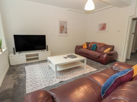 Apartment 1 - North Wales - 1057593 - thumbnail photo 5