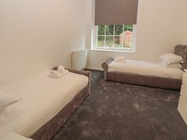 Apartment 1 - North Wales - 1057593 - thumbnail photo 11