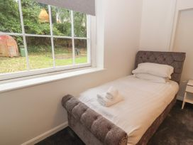 Apartment 1 - North Wales - 1057593 - thumbnail photo 12