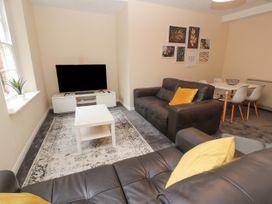 Apartment 2 - North Wales - 1057595 - thumbnail photo 6