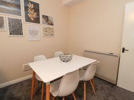 Apartment 2 - North Wales - 1057595 - thumbnail photo 10