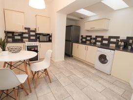 Apartment 2 - North Wales - 1057595 - thumbnail photo 13