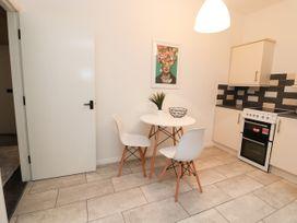 Apartment 2 - North Wales - 1057595 - thumbnail photo 15