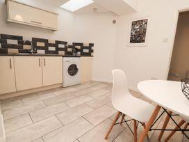 Apartment 2 - North Wales - 1057595 - thumbnail photo 14