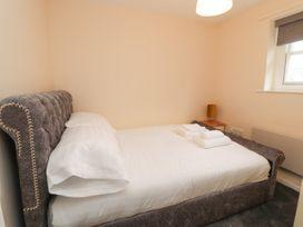 Apartment 2 - North Wales - 1057595 - thumbnail photo 20