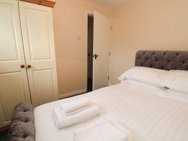 Apartment 2 - North Wales - 1057595 - thumbnail photo 22