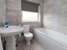 Apartment 2 - North Wales - 1057595 - thumbnail photo 23