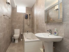 Apartment 7 - North Wales - 1057596 - thumbnail photo 13