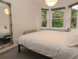 Apartment 7 - North Wales - 1057596 - thumbnail photo 11