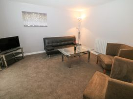 George Centre Apartment 5 - Peak District - 1057965 - thumbnail photo 3