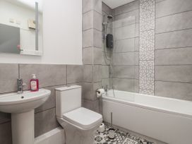 Apartment 3 - North Wales - 1058120 - thumbnail photo 16