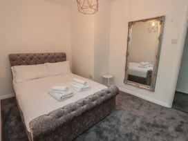 Apartment 3 - North Wales - 1058120 - thumbnail photo 13