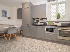 Apartment 3 - North Wales - 1058120 - thumbnail photo 7