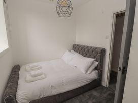 Apartment 4 - North Wales - 1058121 - thumbnail photo 15