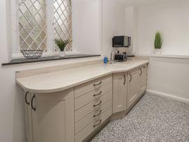 Apartment 4 - North Wales - 1058121 - thumbnail photo 10