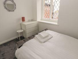 Apartment 9 - North Wales - 1058122 - thumbnail photo 12