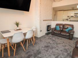 Apartment 9 - North Wales - 1058122 - thumbnail photo 6