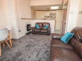 Apartment 9 - North Wales - 1058122 - thumbnail photo 7