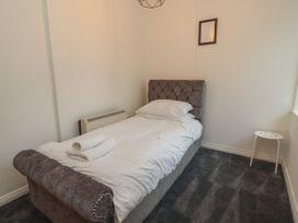 Apartment 10 - North Wales - 1058123 - thumbnail photo 10