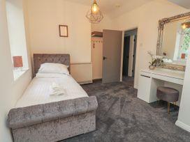 Apartment 10 - North Wales - 1058123 - thumbnail photo 12