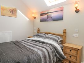 Dovecote Cottage - Whitby & North Yorkshire - 1058245 - thumbnail photo 12