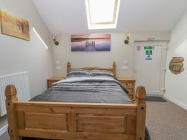 Dovecote Cottage - Whitby & North Yorkshire - 1058245 - thumbnail photo 14