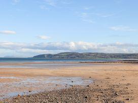 Steps Away... - Anglesey - 1058588 - thumbnail photo 25