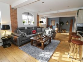 The Loft - Cotswolds - 1058864 - thumbnail photo 4
