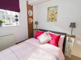 The Loft - Cotswolds - 1058864 - thumbnail photo 15