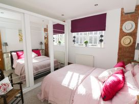 The Loft - Cotswolds - 1058864 - thumbnail photo 17