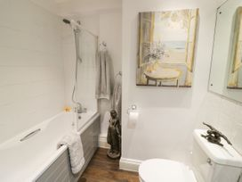 The Loft - Cotswolds - 1058864 - thumbnail photo 28