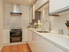 Harbourside Haven Apartment 2 - Dorset - 1059263 - thumbnail photo 8