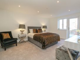 Harbourside Haven Apartment 2 - Dorset - 1059263 - thumbnail photo 10