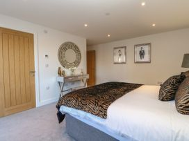 Harbourside Haven Apartment 2 - Dorset - 1059263 - thumbnail photo 12