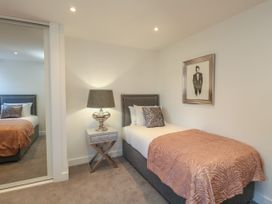 Harbourside Haven Apartment 2 - Dorset - 1059263 - thumbnail photo 16