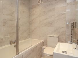Harbourside Haven Apartment 2 - Dorset - 1059263 - thumbnail photo 17