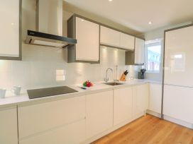 Harbourside Haven Apartment 3 - Dorset - 1059264 - thumbnail photo 8