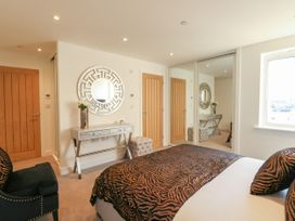 Harbourside Haven Apartment 3 - Dorset - 1059264 - thumbnail photo 11
