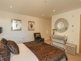 Harbourside Haven Apartment 3 - Dorset - 1059264 - thumbnail photo 12