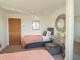Harbourside Haven Apartment 3 - Dorset - 1059264 - thumbnail photo 16