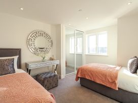 Harbourside Haven Apartment 3 - Dorset - 1059264 - thumbnail photo 17