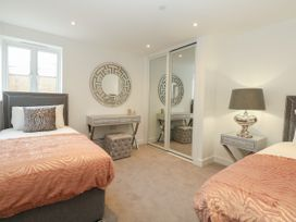 Harbourside Haven Apartment 4 - Dorset - 1059265 - thumbnail photo 18