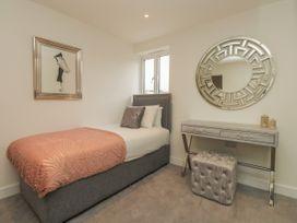 Harbourside Haven Apartment 4 - Dorset - 1059265 - thumbnail photo 19