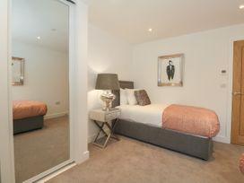 Harbourside Haven Apartment 4 - Dorset - 1059265 - thumbnail photo 20